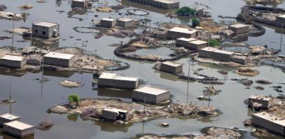 Pakistan floods kills more than 900 people
