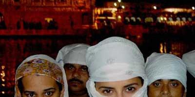 Katrina Kaif visits Golden Temple in Amritsar