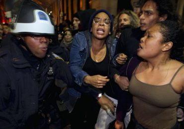 Wall Street Movement : Police Clear Zuccotti Park of Protesters