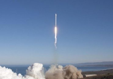 Falcon 9 rocket blasts off from California