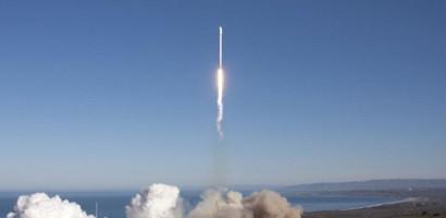 Falcon 9 rocket blasts off from California