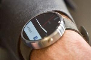 Motorola's smartwatch on sale, upgrades cell phones