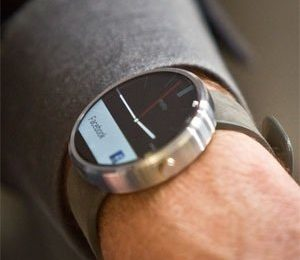 Motorola's smartwatch on sale, upgrades cell phones