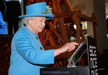 British Queen Joins Social Network Twitter