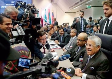 OPEC keeps oil output on hold