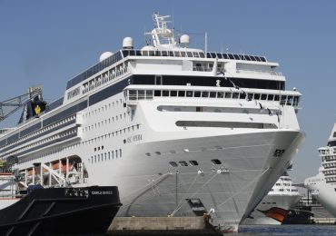 five people were injured While Huge cruise ship plunges into tourist boat in Venice